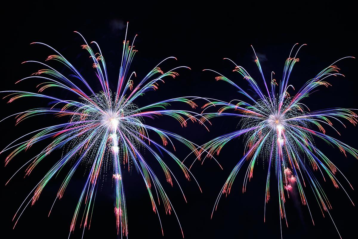 【金武 武】夜空に咲く花火を美しく撮影する