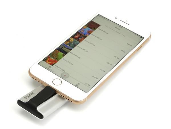 iPhoneのLightningコネクターにiXpandを挿し、「許可」を押すと、「iXpand Sync」アプリが立ち上がる