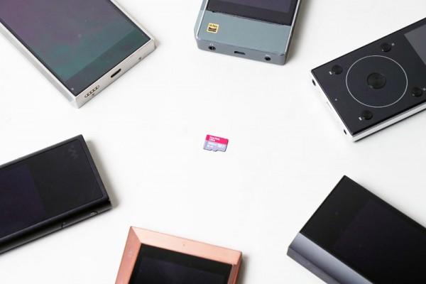 中央が今回紹介する「サンディスク ウルトラ プレミアムエディション microSDXC UHS-I カード 400GB」