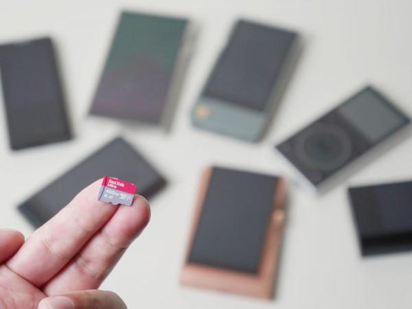 400GBでも、当然これまでのmicroSDカードとサイズは同じ