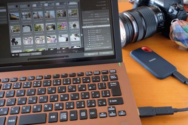 撮影した写真を「Adobe Lightroom Classic CC」に読み込む。カタログとデータの保存先を「エクストリーム ポータブル SSD」に指定すると転送も現像作業も超快適。
