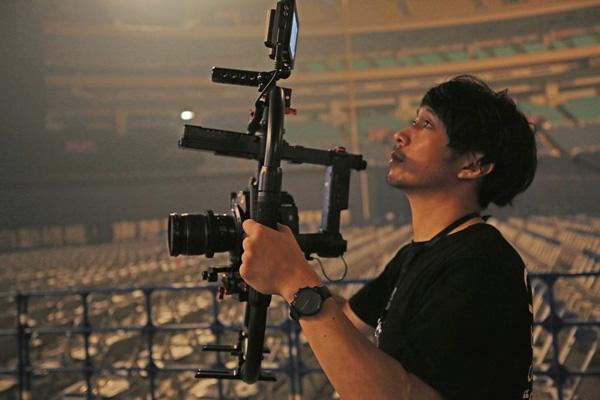 ▲ ライブ撮影に参加したカメラマンが持っていたエクストリーム ポータブルSSD。直接RAW素材を編集しないのであれば、バックアップしたり、データを手渡しするのに最適なSSD。そのカメラマンもコンパクトさが気に入って使っていた。