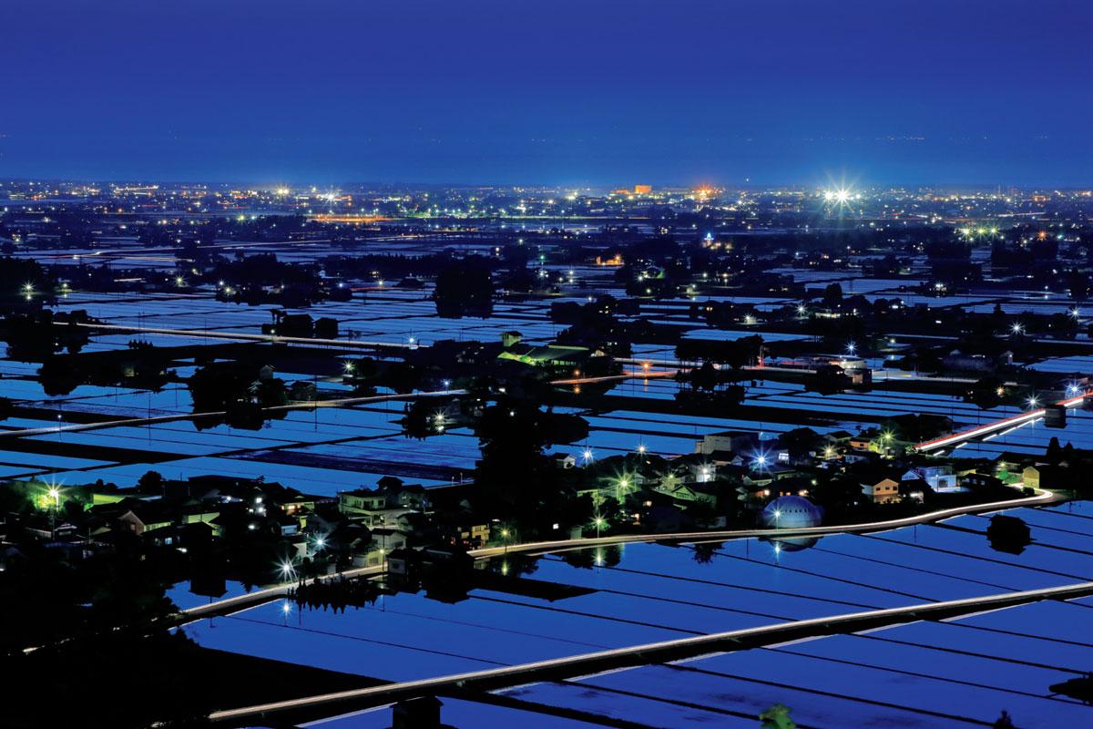 撮影地 : 【舟見城址からの水田夜景・富山県入善町】