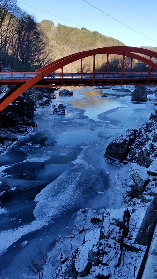 「川も凍った‼️‼️」