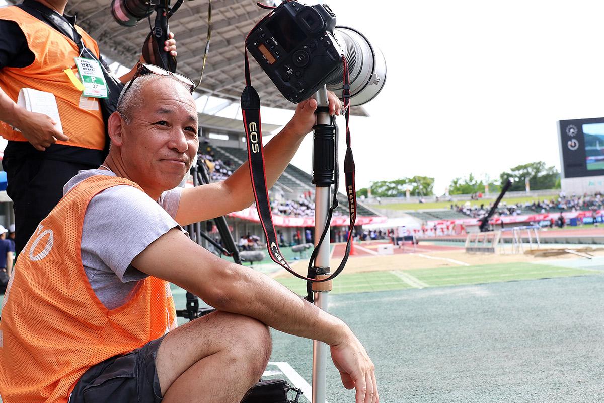 藤田カメラマンは1964年、香川県生まれ。国内外を問わずスポーツフォトの第一人者として活動中 ©Manabu Takahashi
